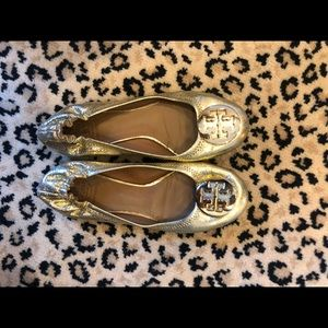 Tory Burch gold revas